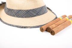 Kubansk cigarr och hatt Royaltyfria Bilder