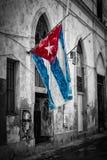 Kubansk flagga i en sjaskig gata i Havana Royaltyfria Bilder