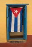 Kubansk flagga på fönstret Royaltyfri Fotografi