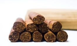 Kubanska cigarrer som isoleras på vit Royaltyfri Bild