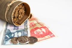 Kubanska pesos med hjältesymbolen av Guevara och Cienfuegos och blurr Royaltyfri Bild