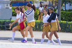 Kubanska skolflickor som är karibiska Arkivbild