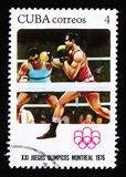 Kubaportostämpeln visar boxning, serien som ägnas till de Montreal lekarna 1976, circa 1976 Arkivbild