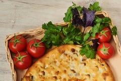 Kubdari ist ein traditioneller georgischer Teller des Fleisch-gefüllten Brotes Lizenzfreie Stockbilder