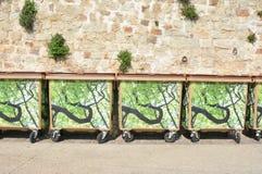 kubeł na śmieci śmieciarska pozycja z rzędu Fotografia Royalty Free