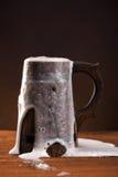 Kubek świeży piwo. obraz stock