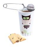 Kubek herbata z ciastkami i durszlakiem Obrazy Stock