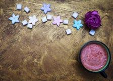 Kubek kakao i cukierki fotografia stock