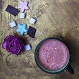Kubek kakao i cukierki fotografia royalty free