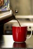 Kubek kawowa czerwień Zdjęcia Royalty Free