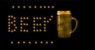 Kubek odizolowywający na czarnym tle ciemny piwo obraz royalty free