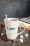 Kubek z kawą przy starymi deskami Zdjęcie Royalty Free