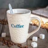 Kubek z kawą przy starymi deskami Obrazy Stock