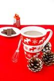 Kubek z zima motywem wypełniał z Gorącą czekoladą Fotografia Stock
