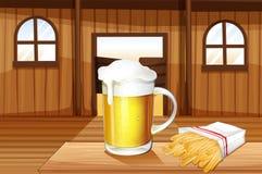 Kubek zimny piwo i francuz smaży przy baru barem ilustracji