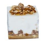 Kuber av glass med frukt och muttrar av olika färger, croppe Arkivfoto