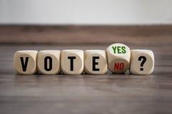 Kuber och tärningen med röstar ja och inte arkivfoto