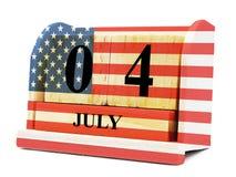 Kubformkalender för Juli 04 på träyttersida med USA flaggan Arkivbild
