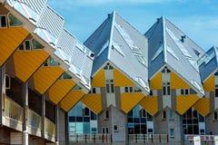 Kubhus och ny generation av skyskrapor i mitt av Rotte Arkivfoto