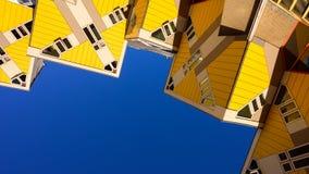 Kubikgula hus p? Rotterdam, Nederl?nderna reser i Europa royaltyfria bilder