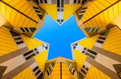 Kubikgula hus p? Rotterdam, Nederl?nderna reser i Europa royaltyfri fotografi