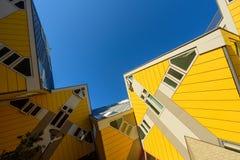 Kubikgula hus p? Rotterdam, Nederl?nderna reser i Europa fotografering för bildbyråer