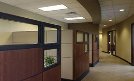 kubiktomma kontorsworkspaces Arkivbild