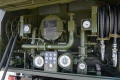 KUBINKA,俄罗斯, 8月 24日2018年:在汽油和柴油分配器仪表板的看法与控制测压器,阀门,管道 免版税库存图片