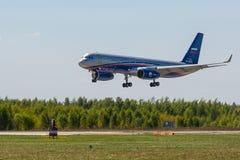 Kubinka Moskvaregion, Ryssland - 05/12/2018: Rysk Tupolev för luftbevakningflygplan Tu-214ON royaltyfri foto