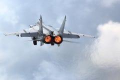 KUBINKA, REGIÃO DE MOSCOU, RÚSSIA - 22 DE JUNHO DE 2015: O lutador de jato de Mikoyan Gurevich MiG-31BM RF-92379 decola na base d Imagens de Stock Royalty Free