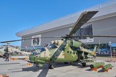 KUBINKA, RUSSIA, AGOSTO 24, 2018: Vista sull'elicottero russo Mi-24 del combattimento armato Elicotteri militari russi sulla most fotografie stock libere da diritti