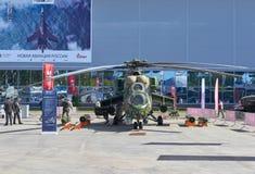 KUBINKA, RUSSIA, AGOSTO 24, 2018: Vista sull'elicottero russo Mi-24 del combattimento armato Elicotteri militari russi sulla most immagini stock