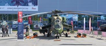KUBINKA, RUSSIA, AGOSTO 24, 2018: Vista sull'elicottero russo Mi-24 del combattimento armato Elicotteri militari russi sulla most fotografia stock
