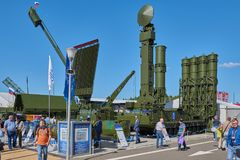 KUBINKA, RUSSIA, AUG.24, 2018: Anti-aircraft weapon system 9A83 ME S-300 with radar scanner system on exhibition of Russian weapon stock image