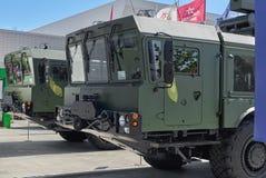 KUBINKA, RUSSIE, AOÛT 24, 2018 : Cabine de MAZ 7930 avec l'anti BALLE de système de missiles de cuirassé avec le missile X-35 Arm photographie stock