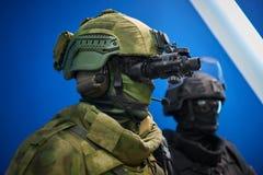 KUBINKA, RUSSIE, AOÛT 24, 2018 : Fermez-vous vers le haut de la vue sur le mannequin de l'homme dans l'uniforme militaire de camo photos stock