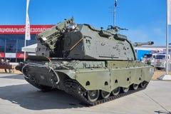 KUBINKA, RUSSLAND, AUG 24, 2018: Moderne russische Militär- Haubitze 2C19 M2 MSTA-SM mit 152 Millimeter-Kanone auf internationale stockfoto