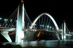 Kubitschek-Brücke reflektiert im See Lizenzfreies Stockfoto
