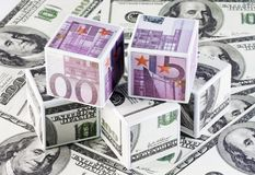 Kubussen van geld Royalty-vrije Stock Foto's