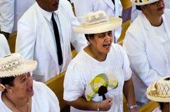 Kucbarskich wysp ludzie one modlą się przy kościół CICC Obrazy Royalty Free