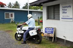 Kucbarskich wysp policja drogowa dowodzi na motocyklu w Rarotonga Fotografia Stock