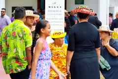 Kucbarskie wyspiarki one modlą się przy Kucbarskich wysp kościół chrześcijańskim Avarua Raro Fotografia Royalty Free