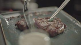 Kucharza cięcie smażący mięso zbiory