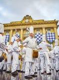 Kucharzi bębni przy Tamborrada bęben parada świętowali Patronackiego lajkonika San Sebastian, Hiszpania zdjęcie royalty free