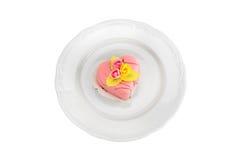 Kuchen auf einer Platte einschließlich Beschneidungspfad Lizenzfreie Stockbilder