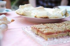 Kuchen auf einer Tabelle Lizenzfreie Stockfotografie
