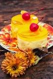 Kuchen bedeckt mit Quittenmarmelade Stockfotografie