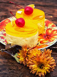 Kuchen bedeckt mit Quittenmarmelade Stockbild