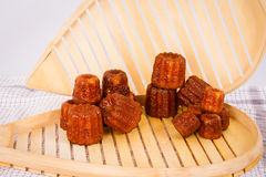 Kuchen canneles von Frankreich Stockbilder