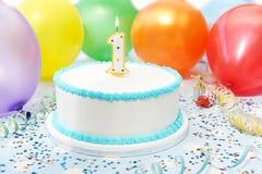 Kuchen, der den ersten Geburtstag des Kindes feiert lizenzfreie stockfotografie